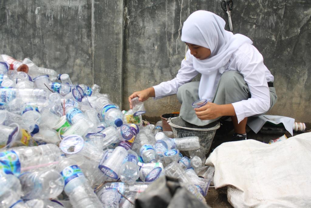 bisnis limbah plastik