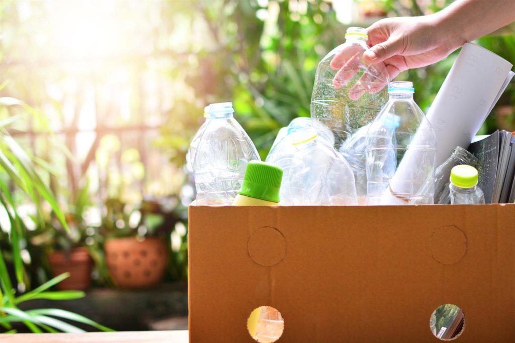 Kurangi Pencemaran Lingkungan dengan 7 Cara Pengolahan Limbah Plastik Ini!